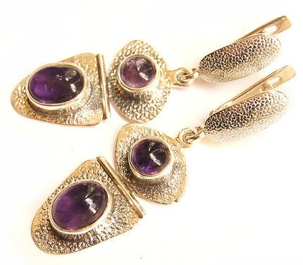 ... что красиво выполненные ювелирные изделия из серебра делают женщину на  несколько лет моложе на вид. Ювелирный комплект из серебра выглядит  воздушнее, ... 3a938cb9626