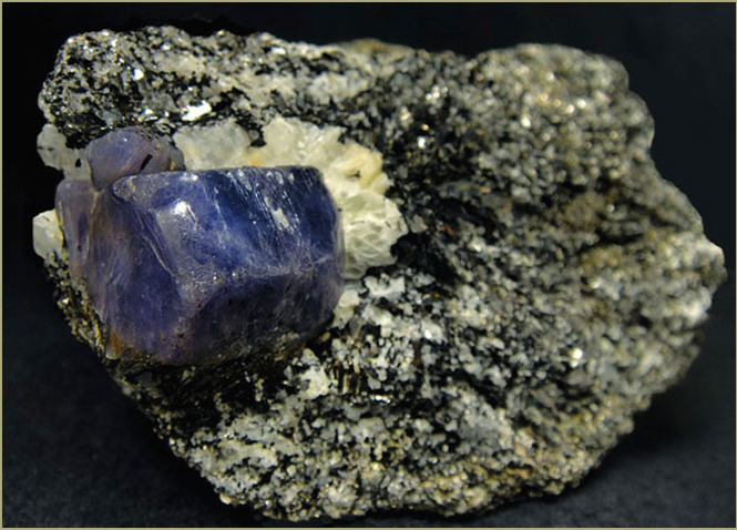 корунды драгоценные камни фото и описание фотография